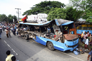 Road accident claims 18 people